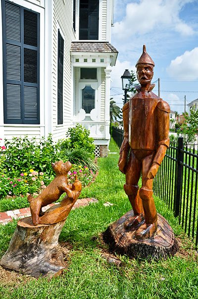 Galveston Tree Sculpture seen at 1702 Winnie Tin Man with Toto